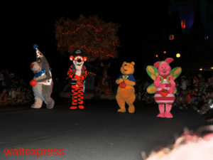 winnie-the-pooh-mickeys-boo-to-you-parade